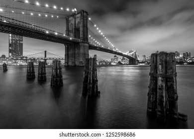 Black & white image of the Brooklyn Bridge, in Manhattan, New York City