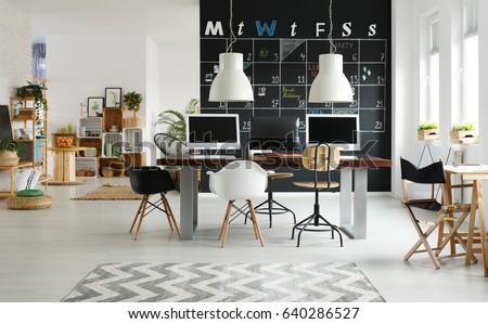 Fußboden Modern Talking ~ Black white modern coworking space blackboard stockfoto jetzt