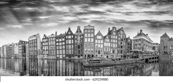 Black and white panoramic view of Amsterdam homes.