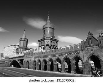 black and white phot of Berlin Oberbaumbrücke