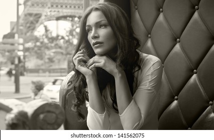 Black and white photo of beautiful woman in Paris