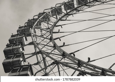 Black and white photo of a ferris wheel