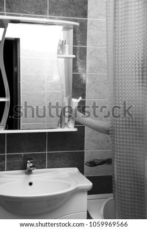 junges-maedchen-dusche-voyeur