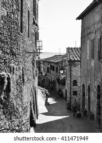 Black and White Picture of Italian Street