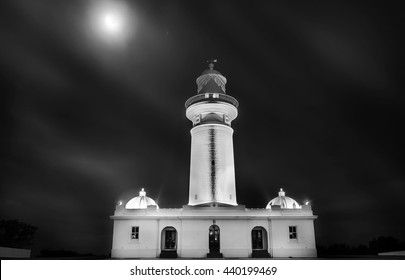 Black and white picture of Macquarie Lighthouse, Vaucluse Australia