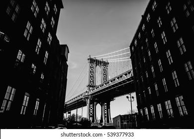 Black and white picture of Manhattan bridge