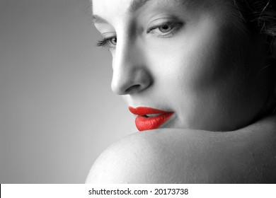 black and white portrait of a beautiful woman
