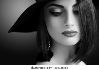 black and white portrait of a beautiful young woman in a hat