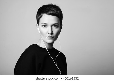 black and white portrait of a woman, listening music in earphones
