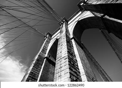 Black and white view of Brooklyn Bridge