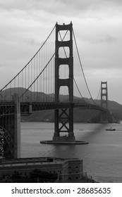 A black and white view of the San Francisco Golden Gate Bridge