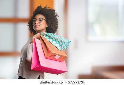 black woman holding shopping bags