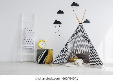 Black and yellow kid room with tipi