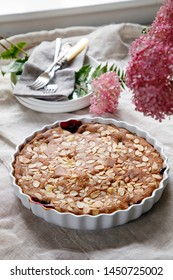 Blackcurrant cake with almond topping