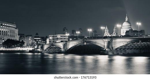 Londres Blanco Y Negro Images, Stock Photos & Vectors