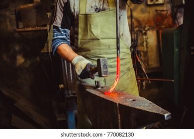 blacksmith hammer anvil