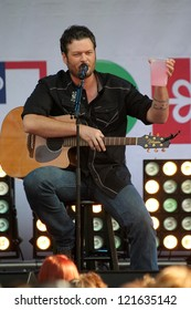Blake Shelton at the JCPenney Holiday Giving Tour with Blake Sheton, Westfield  Culver City, Culver City, CA 12-08-12