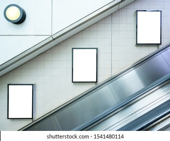 Blank billbord mock up on the wall in subway station. Advertising concept