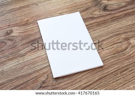 blank brochure on wooden desk template の写真素材 今すぐ編集
