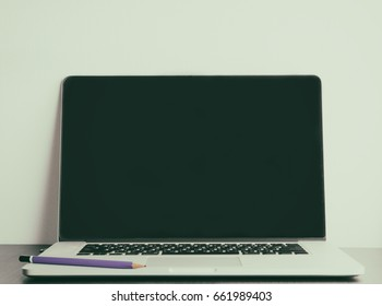 Blank laptop screen with pencil for mock up