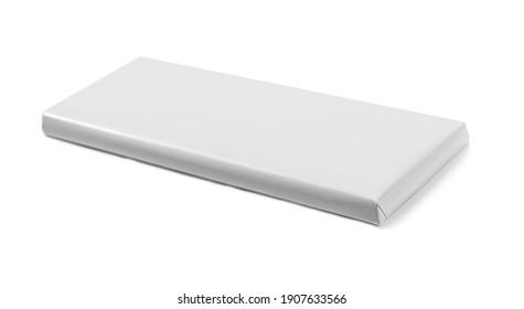 Paquet chocolat en papier vierge isolé sur fond blanc