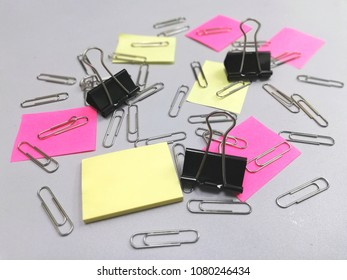 blank paper note and clip