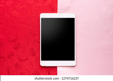 blank screeon on smart phone, cell phone, tablelet with two tone tablecloth texture background, top view, Velentine's day background.