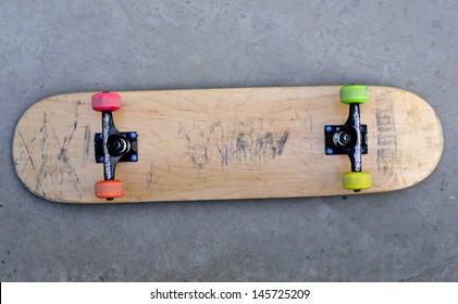 blank skateboard on the ground