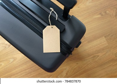 Blank tag label on a luggage bag. Holidays, vacation and travel concept.