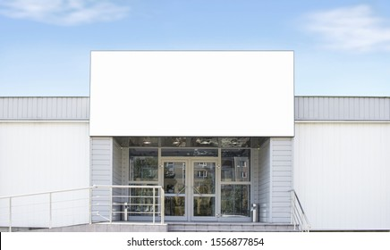 Blank white big rectangular box on shop mockup, sky background. Empty emporium banner mock up. Clear signplate for sport or department store mokcup template.
