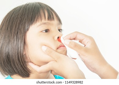 Bleeding in the nose of the child and clean hands