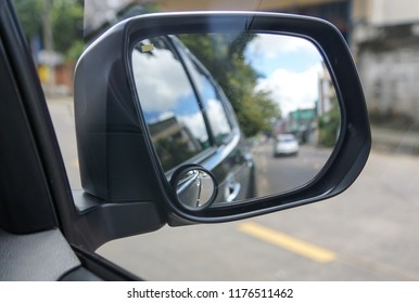 Blind spot mirror for car safety