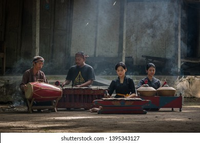 Blitar, Indonesia. November 16th, 2018. Gamelan Sekaten, a group of gamelan players playing traditional Javanese music during the Sekaten celebration. They wear traditional Javanese clothes
