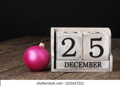 Block calendar date 25 and month december
