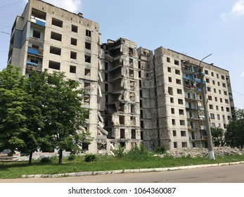 A block of flats distroyed by the ukrainan war.