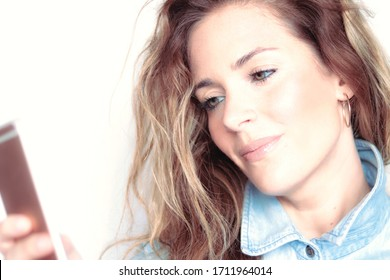blonde girl with mobile selfie