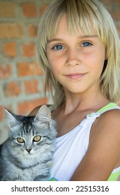 The blonde small girl with a kitten