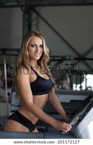 Blonde gym girl tits for