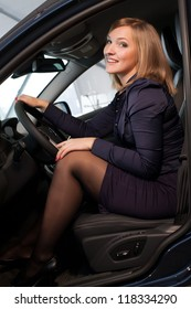 blonde at the wheel of a car