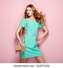 Imágenes Fotos De Stock Y Vectores Sobre Señoras En Vestido