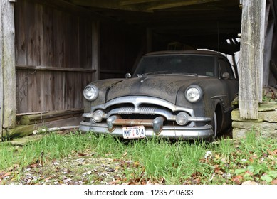 Imágenes, fotos de stock y vectores sobre Finding Car