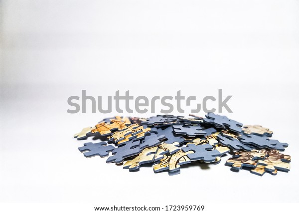 blue-back-puzzle-pieces-on-600w-17239597