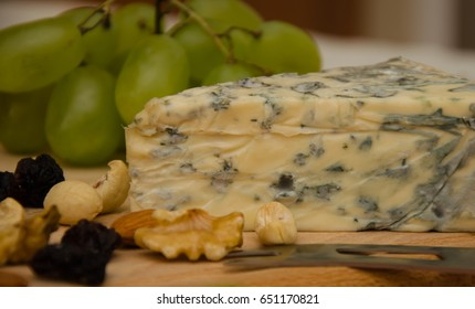 Blue cheese with grapes