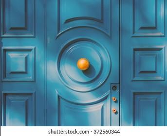 blue door with round door handle as seen in Paris