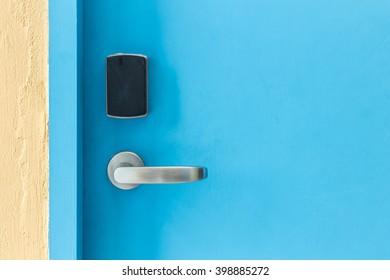 Imágenes, fotos de stock y vectores sobre Open Card Door