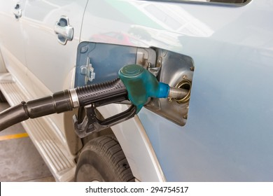 blue fuel connecting to the car, add fuel