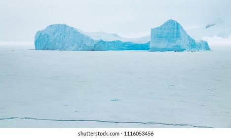 I Blue Iceberg in Antartica