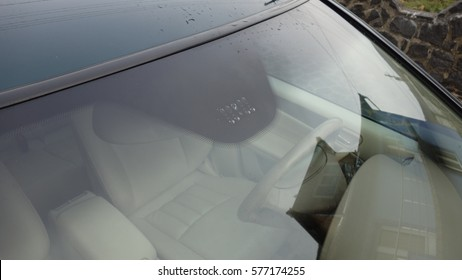 Blue insolated windscreen with rain and light sensors, beige leather interior, sun protection, steeringwheel