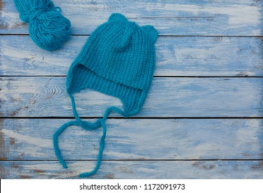 blue knitted hat for babies