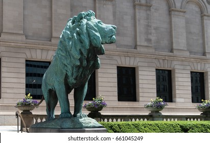 Blue lion monument in a downtown of Chicago